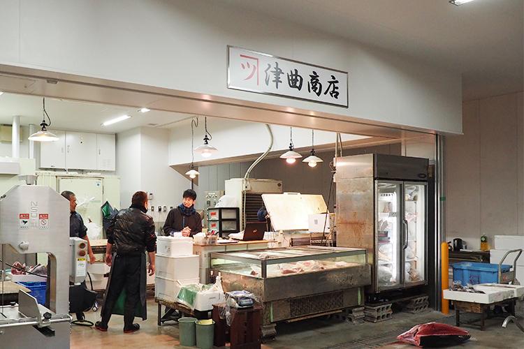 鹿児島魚類市場内の津曲商店店舗